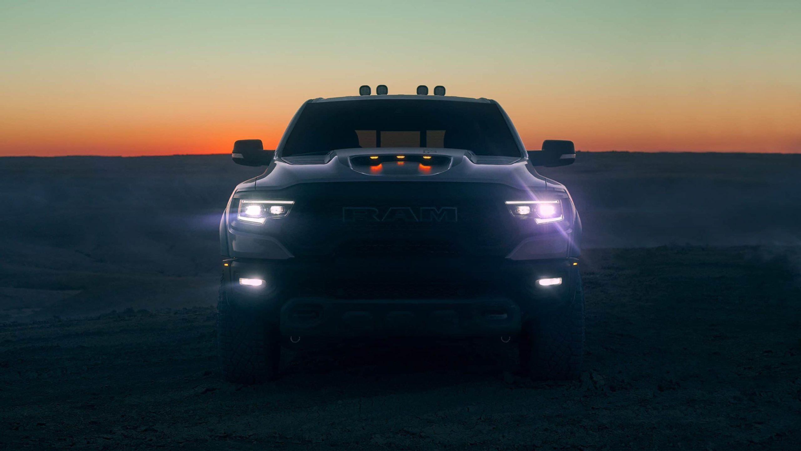Stellen Sie sich dem leistungsstärksten straßenzulässigen Truck mit einer halben Tonne, der jemals produziert wurde.. aecramtrucks.com/trx, AEC RAM 1500